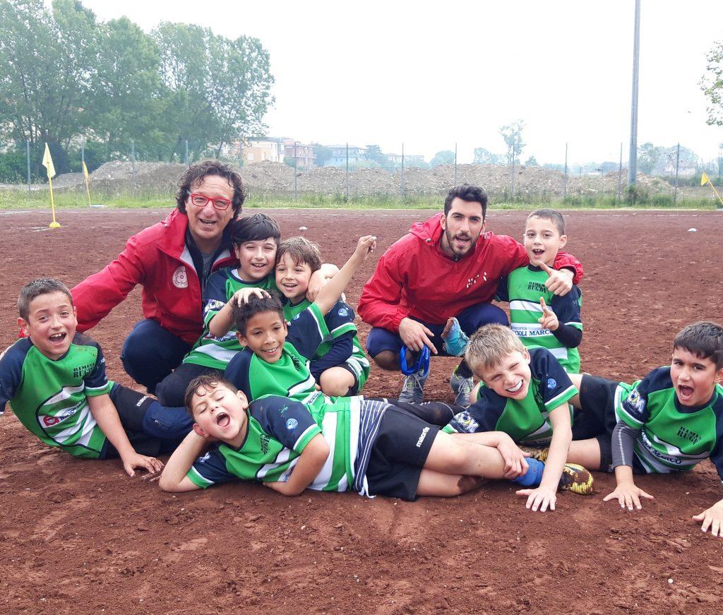 Rugby bimbi con allenatori