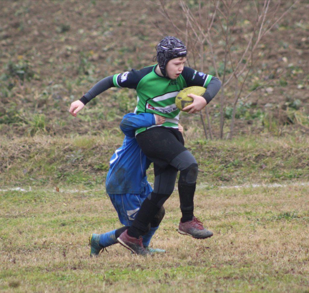 Un placcaggio nel rugby